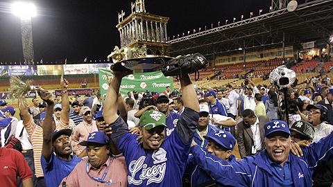020708 Members of the Licey Tigres hold the Caribbean Series trophy 480/275/138/96