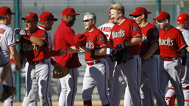 It's storytime at D-backs Fantasy Camp