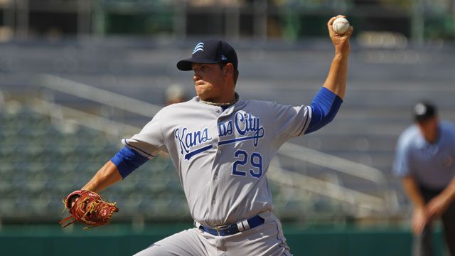Royals invite lefty Sisk to big league camp