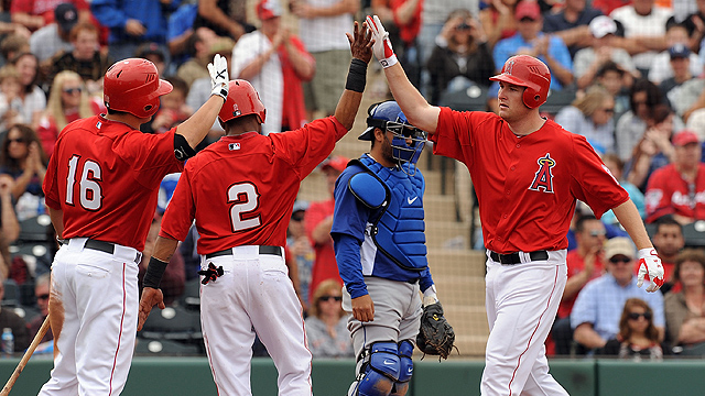 Trumbo's homer leads Angels past Dodgers