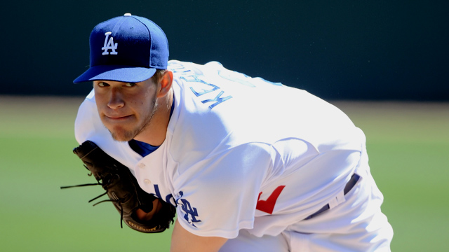Kershaw sets tone as Dodgers stymie Reds