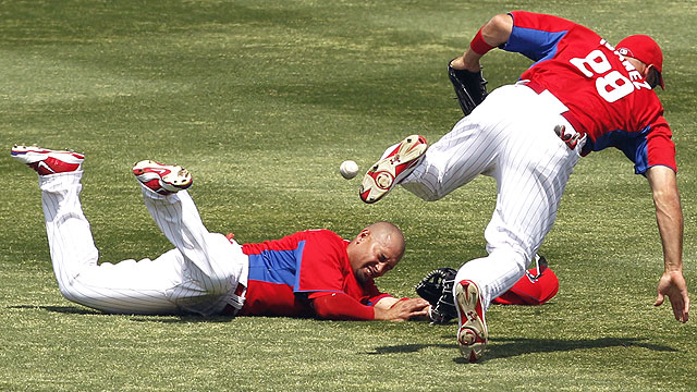 Victorino collides with Ibanez, bruises left eye
