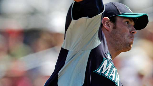 Fister runs into wall as Mariners fall to Royals