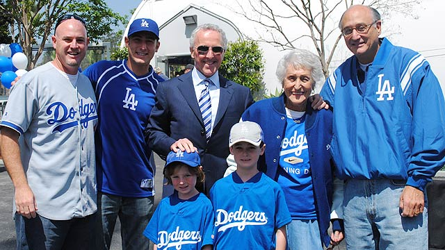Dodgers fan, 95, facing end of legendary streak