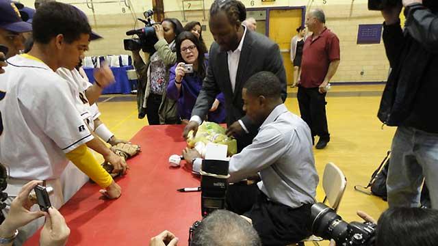 Granderson's gesture helps student-athletes