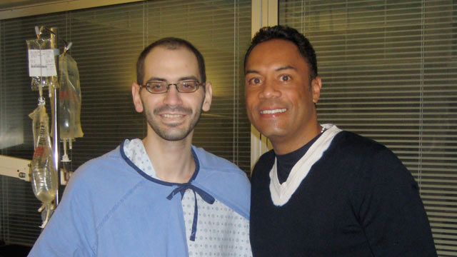 Alomar visits long-time Blue Jays fan in hospital