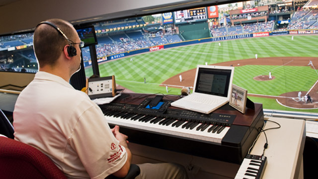 Twitter helps Braves' organist work with fans