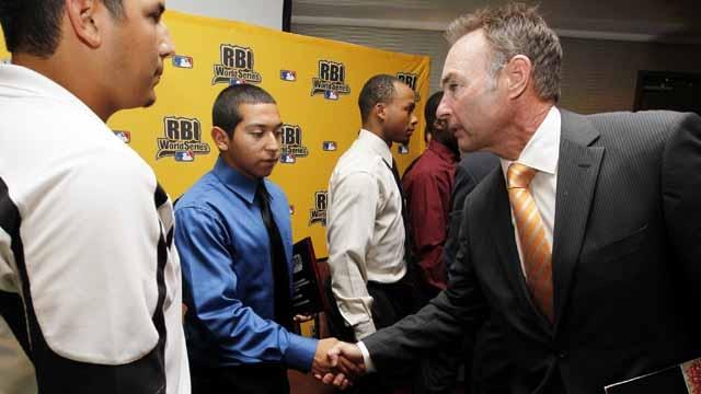 Molitor highlights RBI World Series banquet