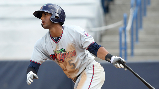 Hicks clears bases to help Solar Sox to win