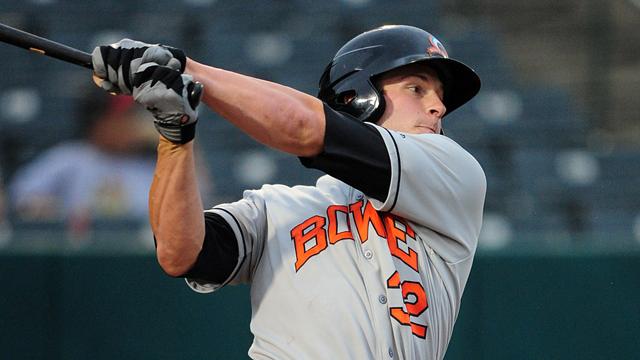 Mahoney's blast helps Sox win slugfest