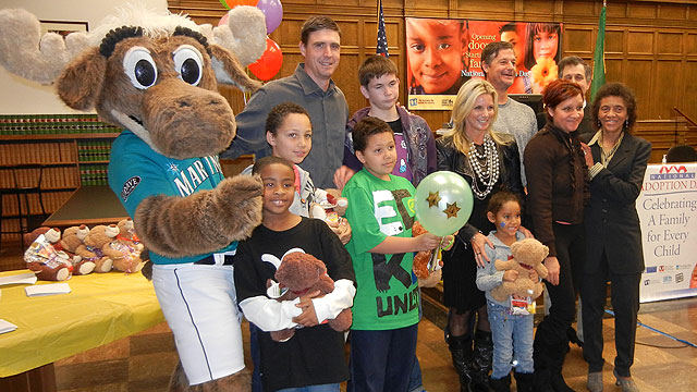 Mariners mascot attends National Adoption Day