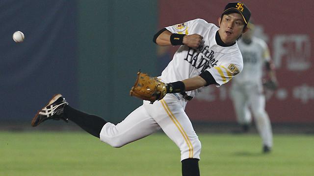 Mariners ink Kawasaki to Minor League deal