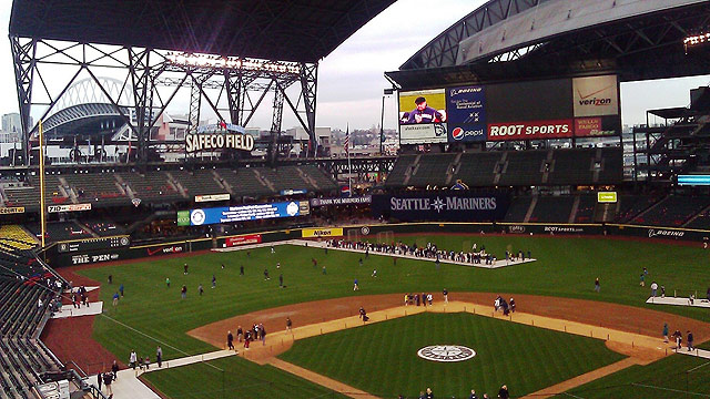 Safeco Field's roof stuck open for FanFest