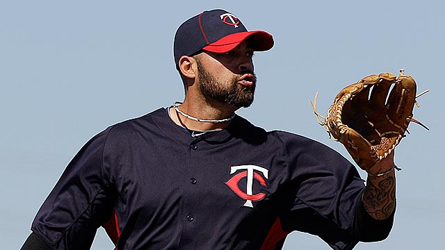 Zumaya exits early with elbow discomfort