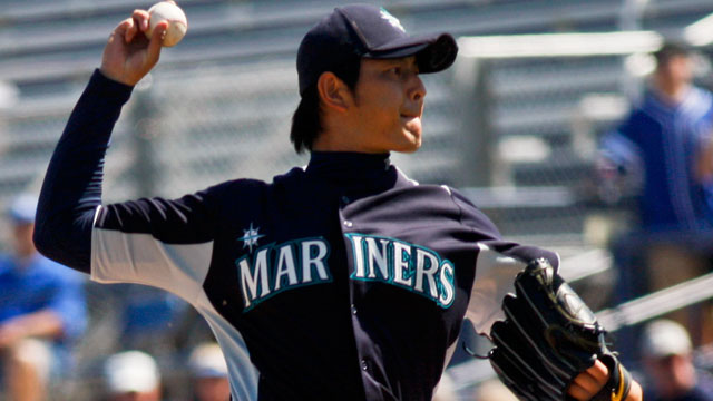Iwakuma improves in tie against Dodgers