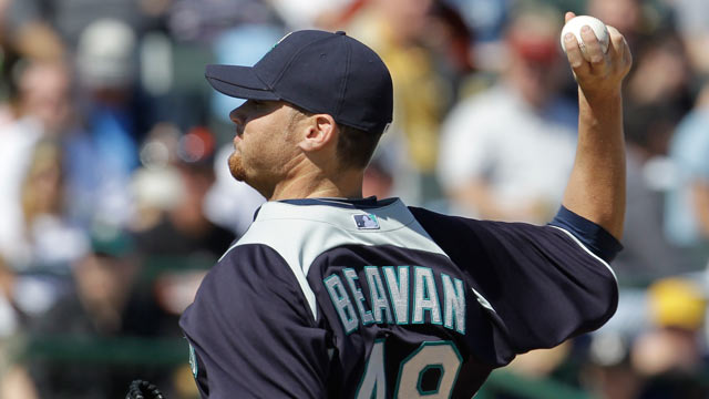 Olivo's three-run blast powers Mariners to win