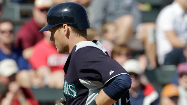 Saunders cracks two doubles in Mariners' win