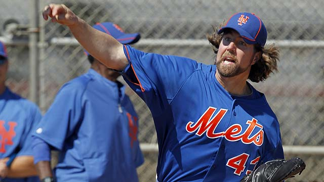 Dickey has perfect start, but error dooms Mets