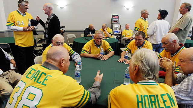 A's honoring 1972 title team this weekend