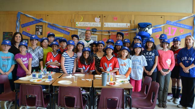 Vizquel talks nutrition with students