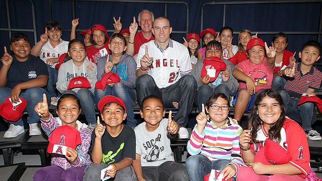 Trout relishes visit with elementary school kids