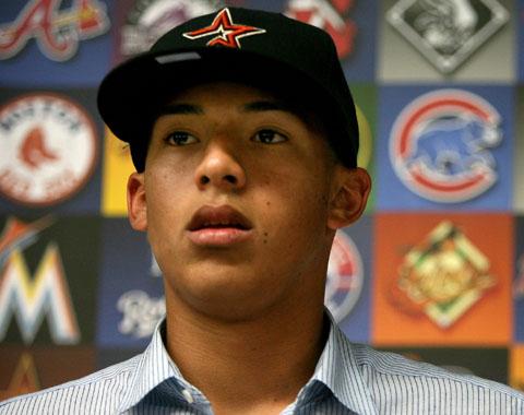 Luhnow está optimista de firmar a Correa