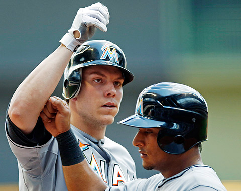 Marlins cayeron ante Milwaukee en 10 innings