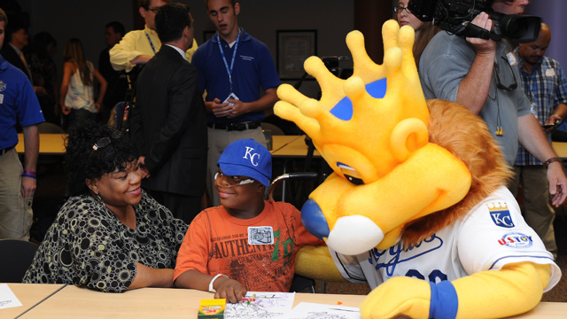 Royals, MLB bring fun to hospitalized children