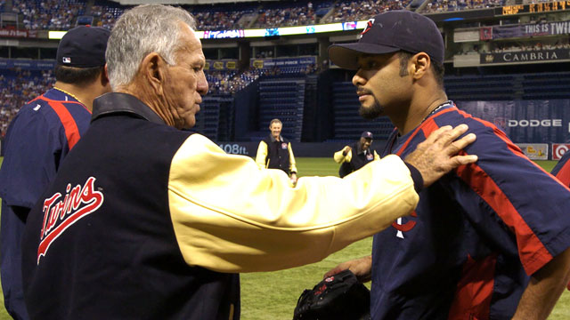 Pascual to be inducted into Twins Hall of Fame