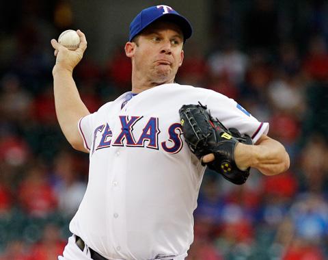 Rangers buscarían cambiar a Roy Oswalt