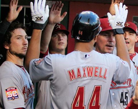 Astros atacan en la novena y ganan