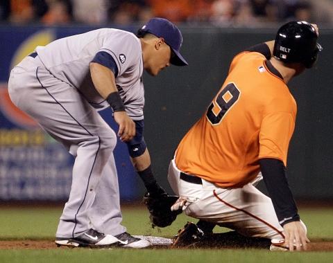 Gigantes superan a Padres y huelen playoffs
