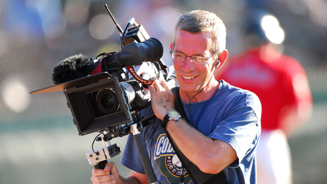 Lindvahl spends hours behind camera for Reds