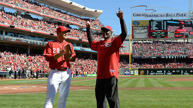 Foster honored to throw Game 5 first pitch in Cincy