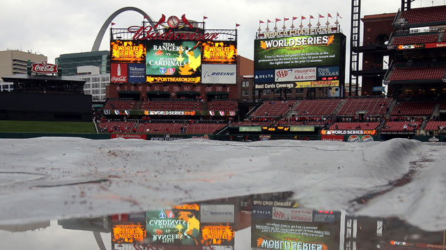 Bad weather threatens to delay Game 3 of NLCS
