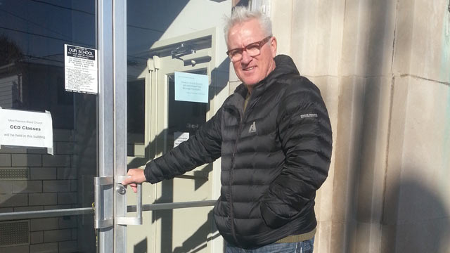 Maddon's charity buys building to aid hometown