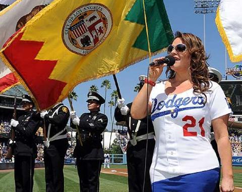 Dodgers lamentan muerte de Jenni Rivera