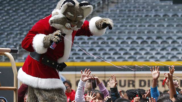 D-backs host over 600 children at holiday party