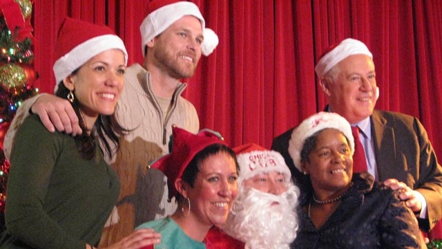 Wood brings holiday spirit to Chicago schoolchildren
