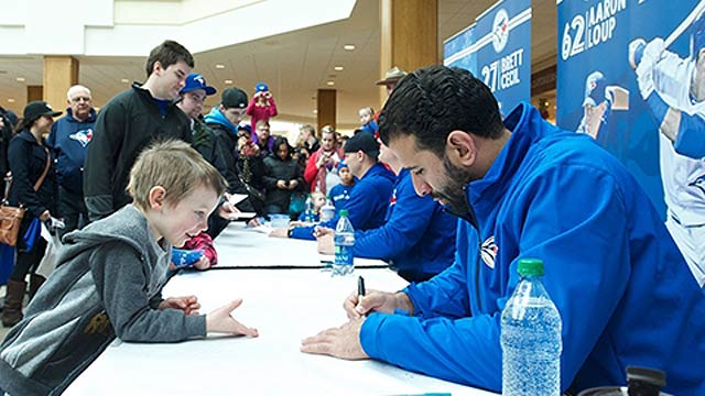 Blue Jays meet with youngsters, fans in Winnipeg
