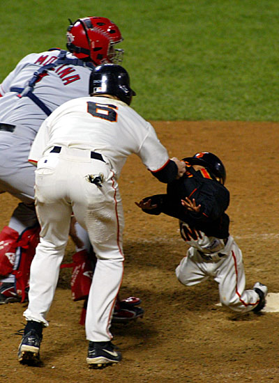 http://mlb.mlb.com/mlb/photo/photogallery/ps/y2002/darren_baker_large/04.jpg