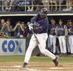 http://mlb.mlb.com/sd/photo/gwynn/ph_news_gwynn_20011007_lp.jpg