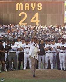 Surrounded by dozens of Giants legends, the greatest Giant of them all -- Willie Mays -- throws the final pitch at Candlestick Park.